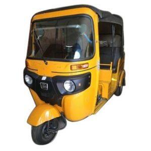 Four-Stroke BAJAJ RE-COMPACT Diesel Auto Rickshaw